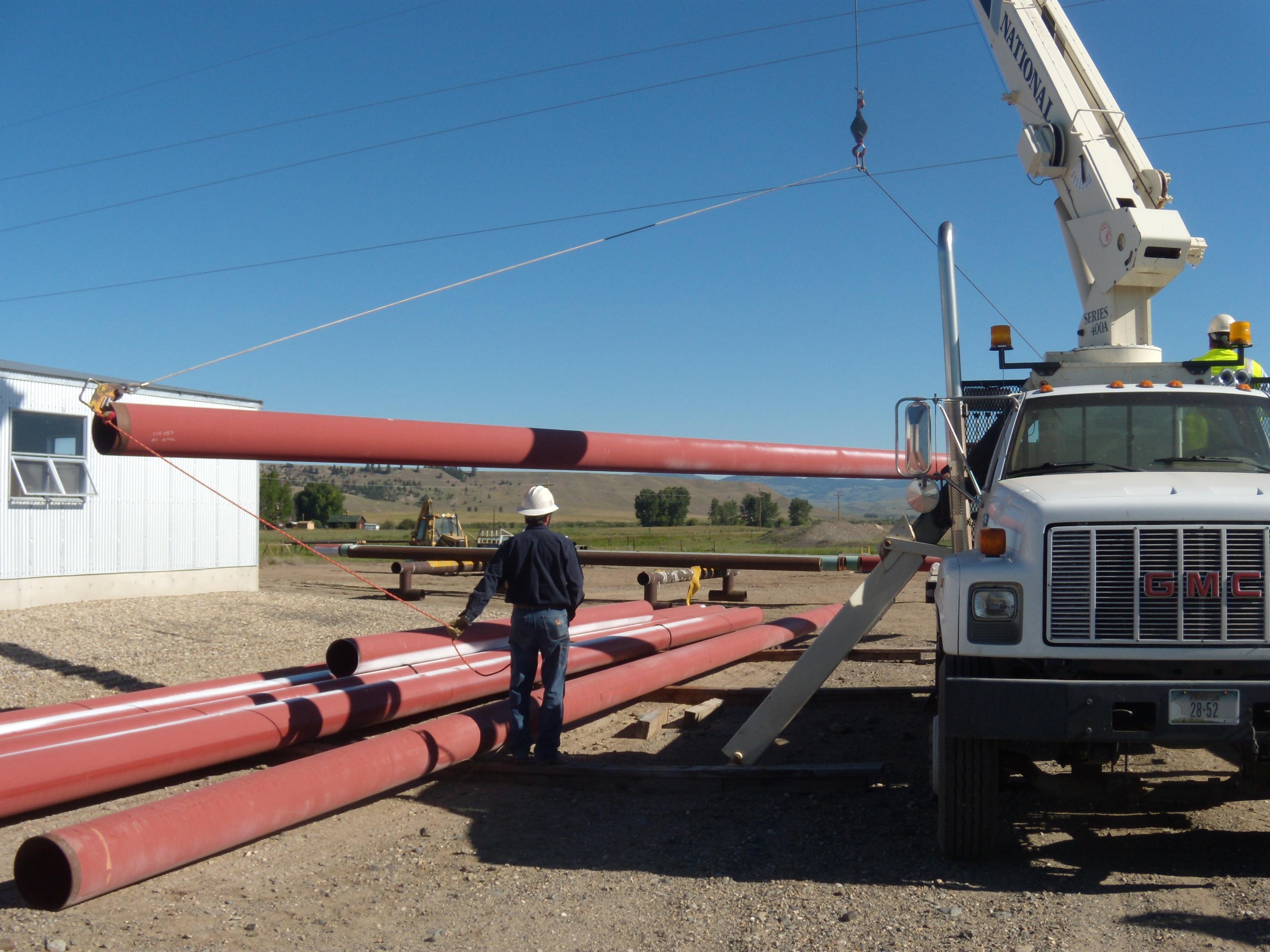 loading-surplus-12-gasline-pipe